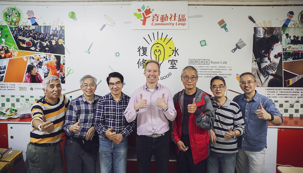 香港出現首家Repair Café!義工各有所長。